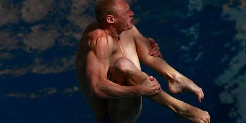 Shoulder, Human leg, Elbow, Barechested, Chest, People in nature, Muscle, Knee, Trunk, Barefoot,