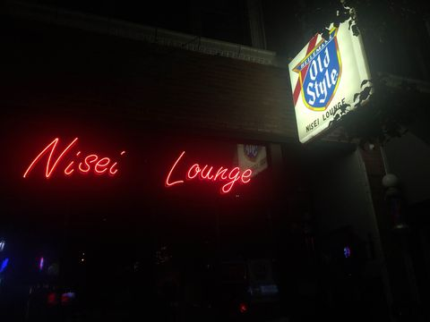 The Last Dive Bar in Wrigleyville Isn't Banking on the Cubs