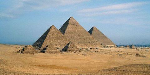 Brown, Natural environment, Pyramid, Sand, Landscape, Khaki, Soil, Aeolian landform, Landmark, Ecoregion,