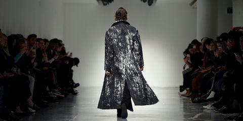 Fashion show, Runway, Outerwear, Style, Fashion model, Fashion, Street fashion, Fashion design, Hall, Design,