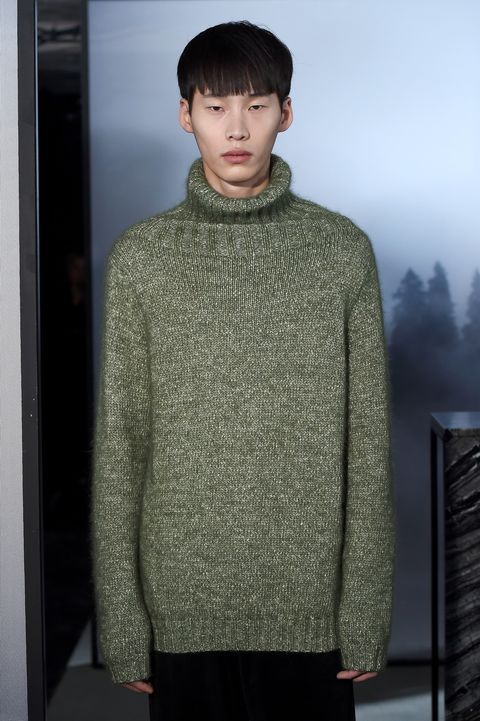 Sleeve, Shoulder, Standing, Textile, Joint, Style, Sweater, Collar, Fashion, Street fashion,