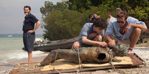 Human, Outdoor recreation, Seal, Boat, Marine mammal, Watercraft, Bermuda shorts, Barefoot, Fish, Earless seal,