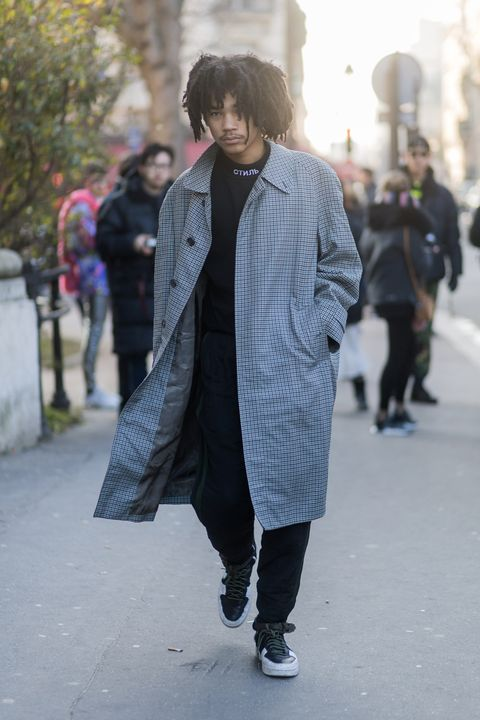 Infrastructure, Textile, Standing, Outerwear, Street, Coat, Style, Street fashion, Pattern, Winter,