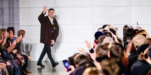 Hair, Trousers, Coat, Shirt, Jacket, Blazer, Suit, Fashion, Suit trousers, Audience,