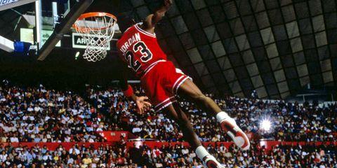 Basketball moves, Sports equipment, Sports uniform, Basketball, Product, Sport venue, Basketball player, Jersey, Team sport, Basketball hoop,