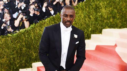Suit, Formal wear, Tuxedo, Fashion, Blazer, Outerwear, Red carpet, Carpet, Event, Businessperson,