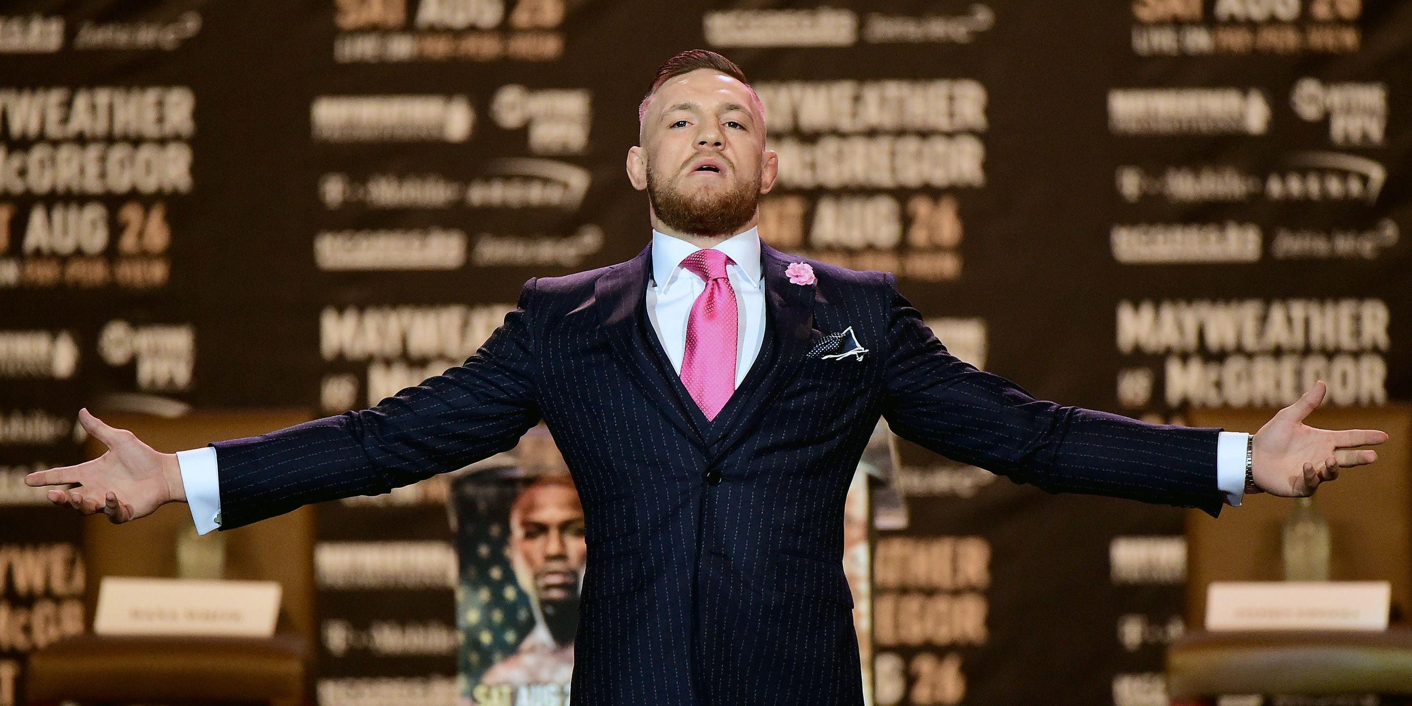 conor mcgregor in suit-ის სურათის შედეგი