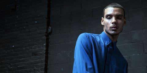 Ear, Blue, Dress shirt, Collar, Sleeve, Shirt, Standing, Brick, Street fashion, Neck,