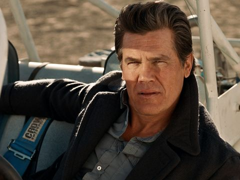 Josh brolin talks no country for old men only the brave in esquire the llewelyn moss moment josh brolin wants to live by ccuart Image collections