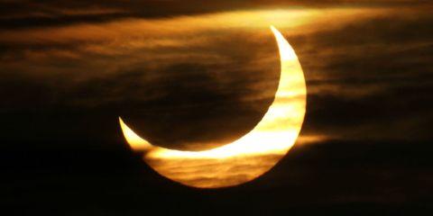 Crescent, Moon, Sky, Celestial event, Atmosphere, Light, Astronomical object, Eclipse, Symbol, Event,