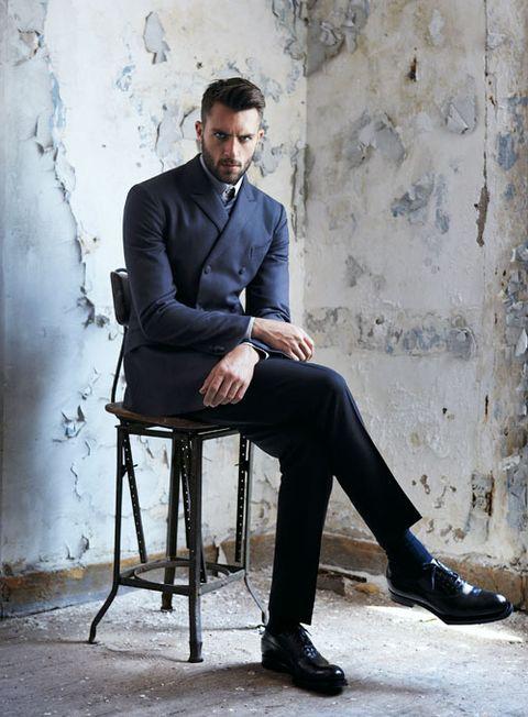 Leg, Shoe, Dress shirt, Collar, Sitting, Style, Blazer, Street fashion, Knee, Thinking,