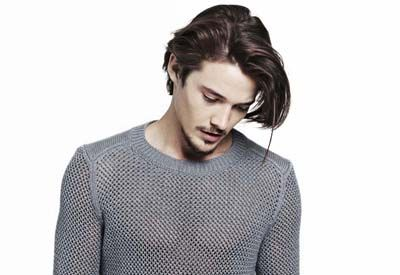 Ear, Human, Sleeve, Shoulder, Style, Facial hair, Jaw, Sweater, Collar, Beard,