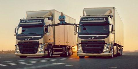 Motor vehicle, Mode of transport, Automotive design, trailer truck, Automotive mirror, Transport, Truck, Vehicle, Commercial vehicle, Land vehicle,