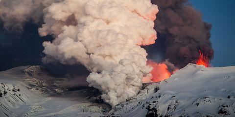 Atmosphere, Pollution, Volcanic landform, Geological phenomenon, Smoke, Atmospheric phenomenon, Heat, Types of volcanic eruptions, Volcano, Slope,
