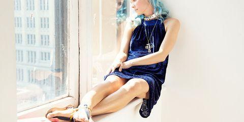 Human leg, Knee, Slipper, Sitting, Blond, Wig, Sandal, One-piece garment, Foot, Day dress,