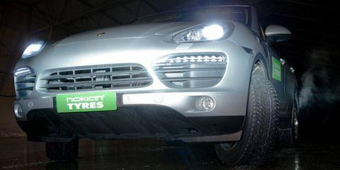 Tire, Automotive design, Automotive exterior, Vehicle, Automotive tire, Headlamp, Grille, Automotive lighting, Transport, Hood,