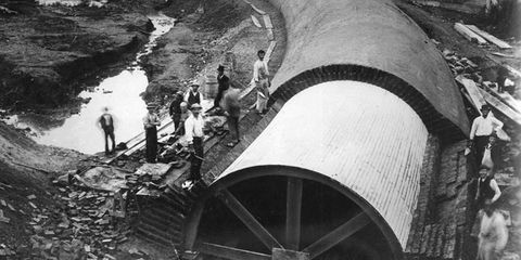 Monochrome, Black-and-white, Monochrome photography, Water transportation, Pipe,