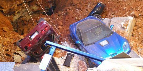 Automotive parking light, Hood, Auto part, Soil, Machine, Bumper, Model car, Toy vehicle, Synthetic rubber, Windscreen wiper,