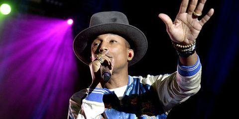 Finger, Audio equipment, Hat, Music, Entertainment, Microphone, Performing arts, Music artist, Fashion accessory, Artist,
