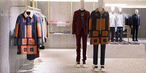 Sleeve, Collar, Textile, Standing, Dress shirt, Uniform, Fashion, Mannequin, Clothes hanger, Workwear,