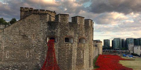 Cloud, Wall, Landmark, Carmine, Cumulus, Coquelicot, Castle, Meteorological phenomenon, History, Historic site,