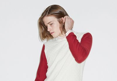 Lip, Sleeve, Shoulder, Joint, Elbow, Collar, Jaw, Neck, Long hair, Maroon,