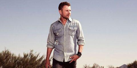 Dress shirt, Collar, Sleeve, Trousers, Denim, Jeans, Shirt, Standing, Pocket, Flash photography,