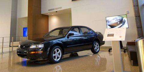 Tire, Wheel, Automotive design, Vehicle, Alloy wheel, Rim, Automotive parking light, Automotive lighting, Car, Vehicle door,