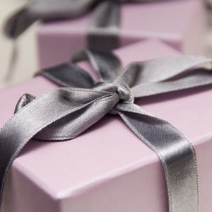 how much should you spend on a wedding present