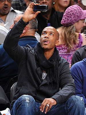 stephon marbury sits in crowd