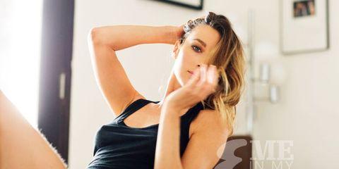 Hairstyle, Shoulder, Elbow, Wrist, Joint, Sleeveless shirt, Eyelash, Undershirt, Beauty, Muscle,