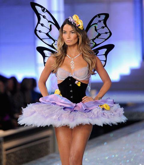 5b56b5a33c7 Victoria s Secret Fashion Show 2011  Pictures + Notes