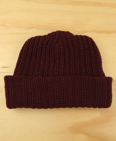 Brown, Headgear, Costume accessory, Maroon, Tints and shades, Beanie, Bonnet, Woolen, Knit cap, Symmetry,