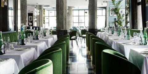 Tablecloth, Green, Glass, Textile, Furniture, Interior design, Linens, Restaurant, Real estate, Function hall,