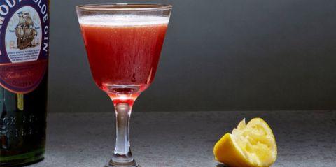Liquid, Glass, Citrus, Juice, Lemon, Drink, Ingredient, Cocktail, Tableware, Fruit,