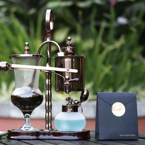 Serveware, Still life photography, Barware, Small appliance, Kitchen appliance, Coffee grinder, Vacuum coffee maker,