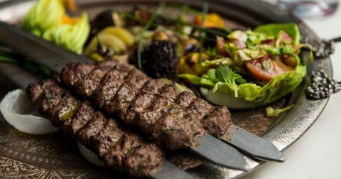 Food, Cuisine, Finger food, Adana kebabı, Kebab, Churrasco food, Roasting, Kabab koobideh, Leaf vegetable, Recipe,