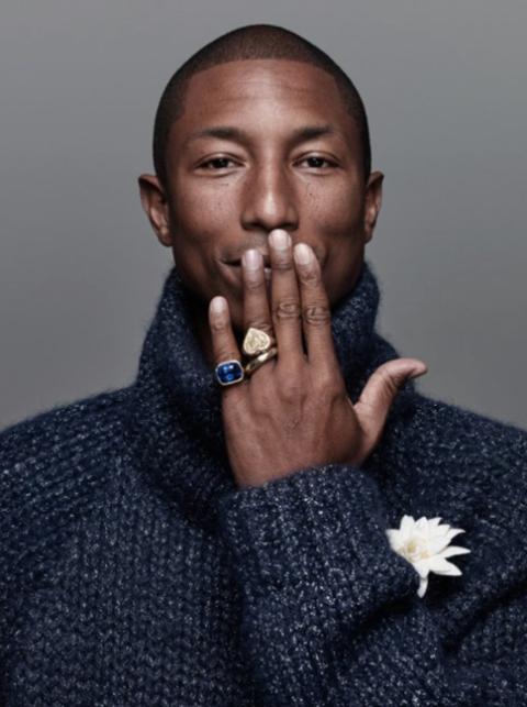Finger, Eyebrow, Petal, Nail, Sweater, Body jewelry, Gesture, Wool, Portrait, Woolen,