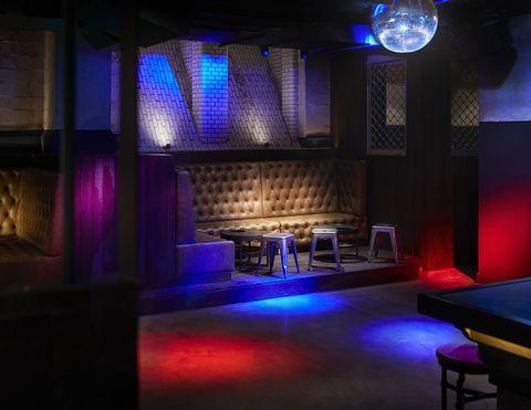 <p>Generator Hostel heeft een heuse verborgen club, waar deze zomer ongetwijfeld stomend hete feestjes gegeven zullen worden. De aftrap was in elk geval voor Boiler Room, dus dat belooft veel goeds!</p>