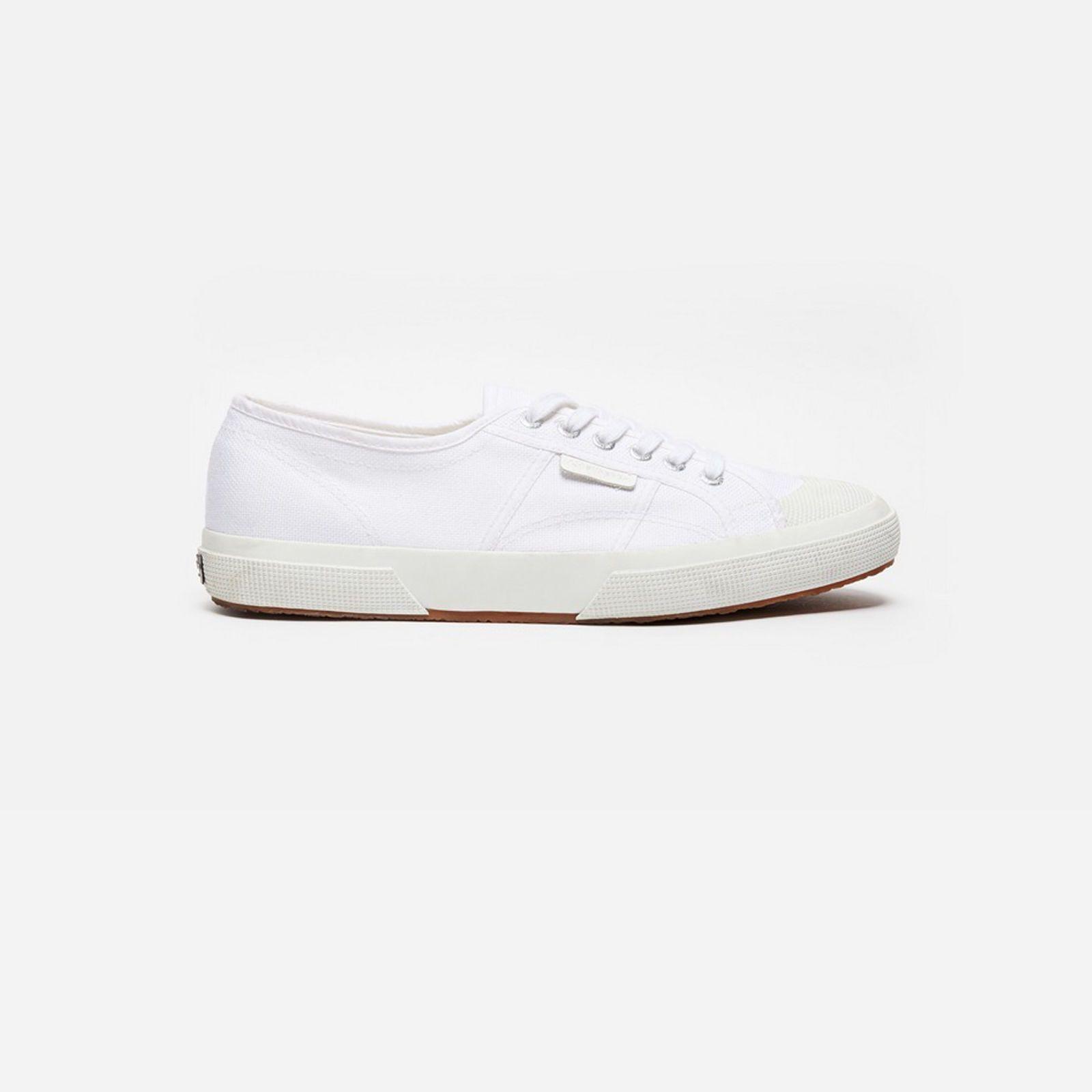 """<p><em>€ 85, </em><a href=""""http://fr.sandro-paris.com/fr/homme/chaussures/baskets-superga-x-sandro-2750/CH1269S.html?dwvar_CH1269S_color=10#start=1"""" target=""""_blank""""><em>sandro.com</em></a></p>"""