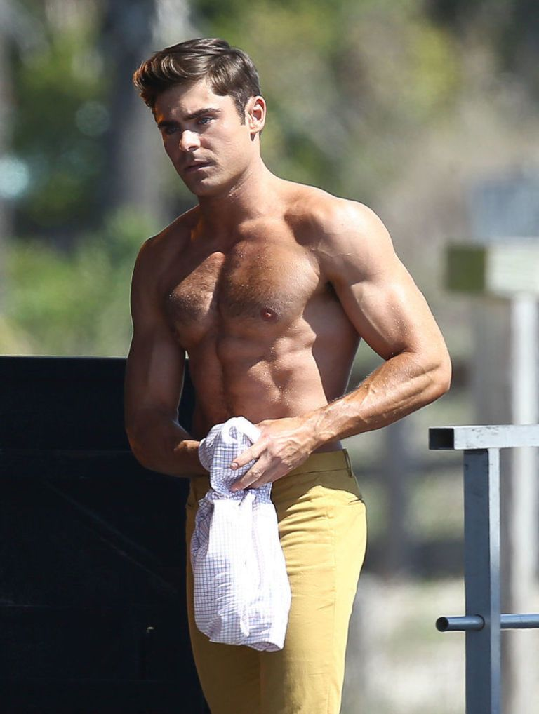 Zac Efron poses with a nude model. - YouTube