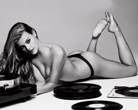 "<p>Model</p><p>Meer van Nina zien? <a href=""http://www.esquire.nl/mantertainment/news/a2339/van-instagram-nina-agdal/"" target=""_blank"">Klik hier</a>.</p>"