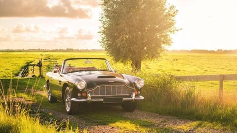Land vehicle, Car, Classic car, Vehicle, Convertible, Coupé, Aston martin db5, Yellow, Automotive design, Aston martin db4,