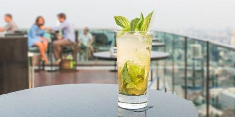Drink, Glass, Cocktail, Alcoholic beverage, Liquid, Citrus, Distilled beverage, Cocktail garnish, Lemon-lime, Classic cocktail,
