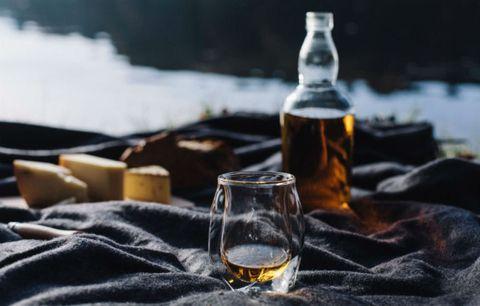 Fluid, Liquid, Drinkware, Drink, Alcohol, Alcoholic beverage, Bottle, Glass bottle, Barware, Tableware,