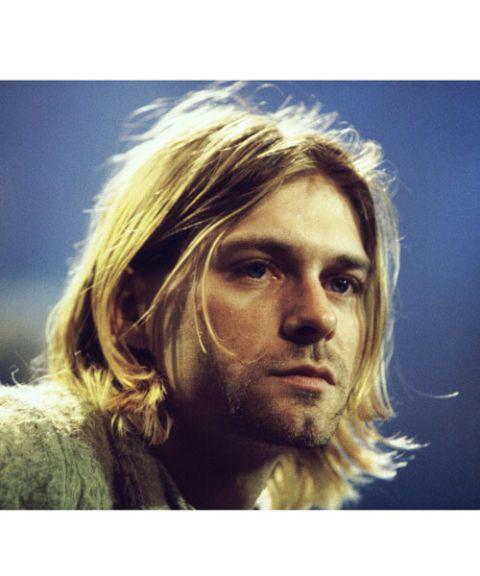 <p>De originele grunge look-oprichter, Kurt Cobain maakte dit mainstream in de jaren 90. Zijn rockerlook is niet té draderig, maar wel net wild genoeg. Dit werkt het beste bij mannen met redelijk steil haar, met misschien een beetje slag.&nbsp;</p>