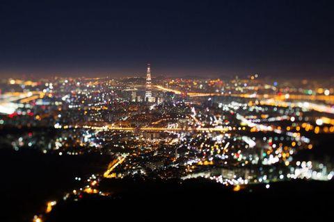 <p>'s Nachts zie je het gebouw pas echt in volle glorie.</p>