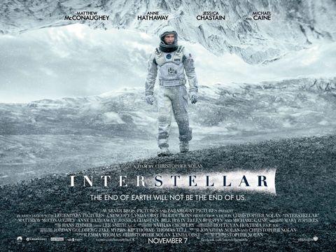 """<p><em data-redactor-tag=""""em"""" data-verified=""""redactor"""">Interstellar</em> liet men veel twisten over of-ie nou wel of niet goed was. Sommigen vonden 'm geweldig, anderen vonden het te ver gezocht. Maar eerlijk is eerlijk, deze film van Christopher Nolan is één van de beste ruimtefilms van deze eeuw.&nbsp;</p><p>Je komt in een redelijk geloofwaardige wereld terecht, waarin interstellair reizen mogelijk is. Het is als een soort angstbeeld van wat we in de toekomst misschien kunnen en dat maakt het des te beter.&nbsp;</p><p><span>Als je <em data-redactor-tag=""""em"""" data-verified=""""redactor"""">Interstellar </em>al hebt gezien en er niets aan vond, kijk 'm dan opnieuw. Het duurt even, maar uiteindelijk vind je het een goede film. Wat het meest meezit is namelijk dat-ie gewoon heel mooi gefilmd is.&nbsp;</span></p><p><span></span></p>"""