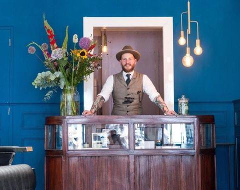 Room, Hat, Bouquet, Interior design, Flower Arranging, Light fixture, Cabinetry, Cut flowers, Door, Floristry,
