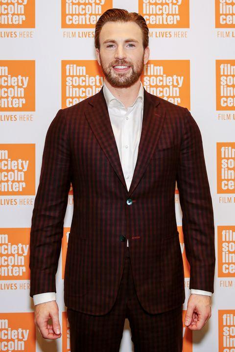 <p>Iets minder subtiel&nbsp;is een pak in een ongebruikelijke kleur. Kies net als Chris Evans voor donkerrood of donkergroen: net even iets anders dan zwart, grijs en marineblauw, maar niet minder cool.</p>